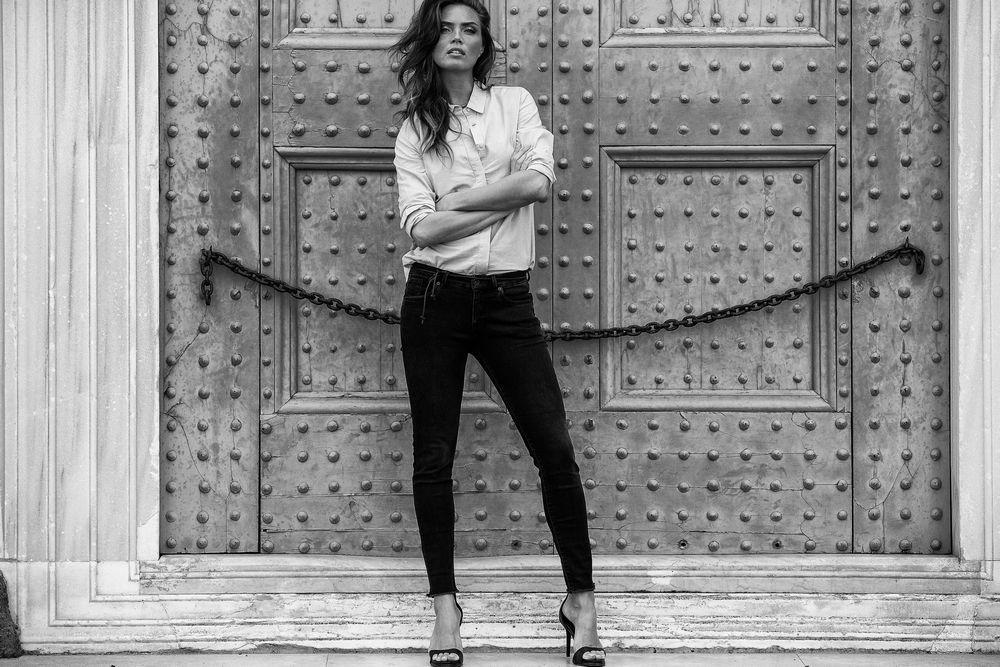 Альтернатива жіночим вузьким джинсам. Нові тренди 2018 року 86c34a781d19d